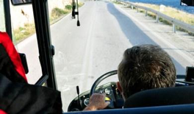 El conductor del autobús, que no paró de fumar ni un sólo instante durante el viaje Cabo Sounion Cabo Sounion y el Templo de Poseidón 12173599095 3c3b063074 n