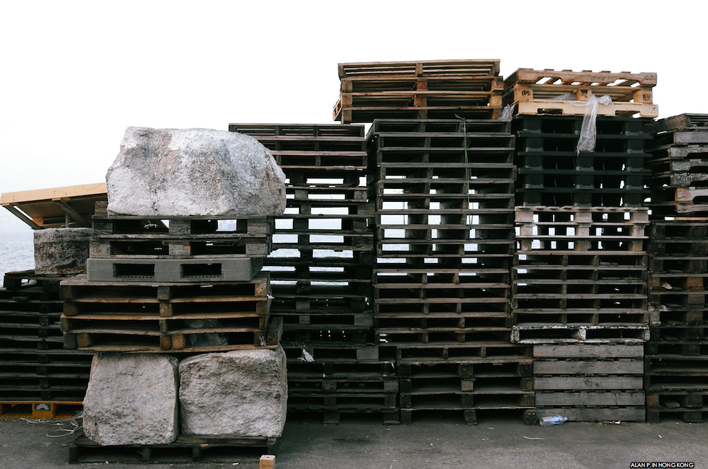 Pallets and the stone blocks