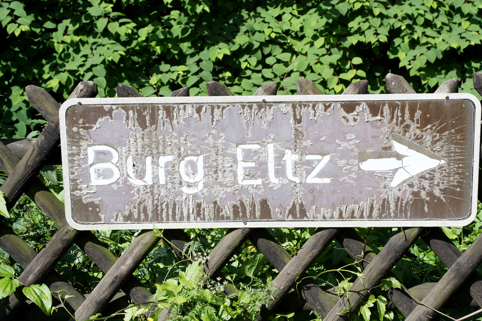 The Burg Eltz trail head.