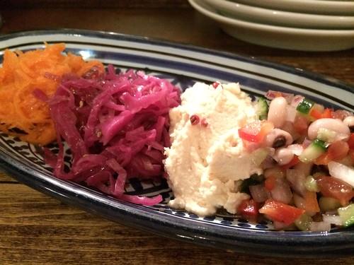 前菜盛り合わせ セネガル風黒目豆のサラダ@ロス・バルバドス