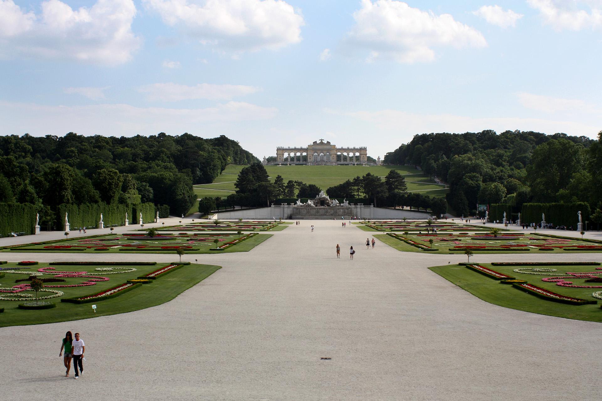 The grounds, Schönbrunn Palace.