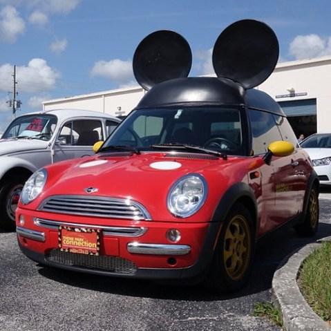 これはオーナーさんの自動車らしい。ナイスセンス。