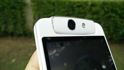 Oppo N1 Mini หมุนกล้องหลังมาเป็นกล้องหน้าได้