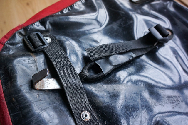 Crosso panniers: lower attachment hook