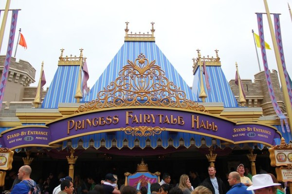 """Frozen"" Anna and Elsa at Magic Kingdom meet and greet"