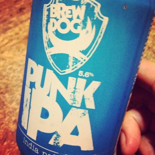 PUNK IPAなるスコットランド産のビール。苦味とポップの香りが爽やか〜。