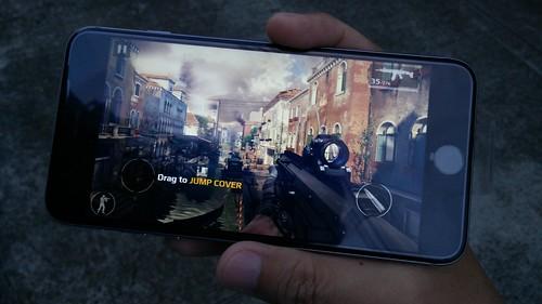 เล่นเกมบน iPhone 6 Plus