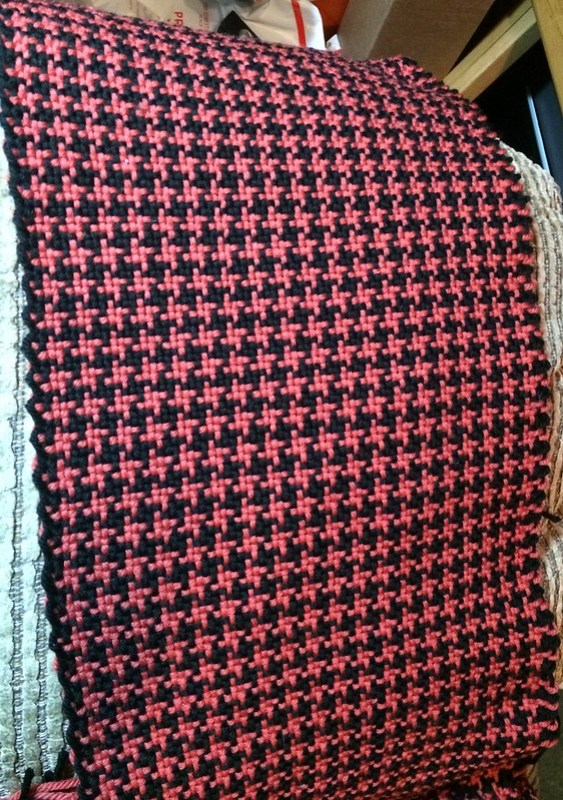 Houndstooth SPG scarf, off the loom