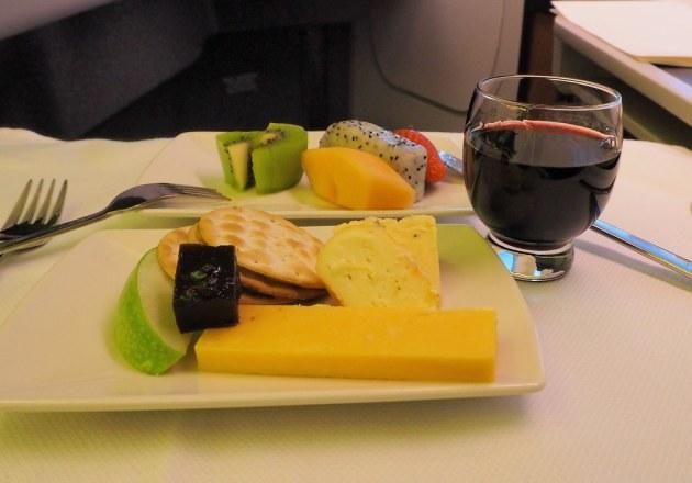キャセイビジネスクラスのフルーツとチーズ