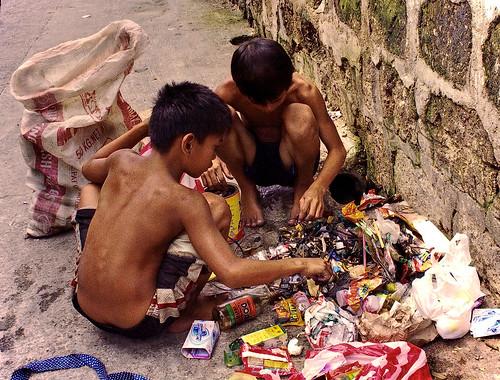 2 boys scavenge trash, garbage, street sidewalk Philippines Buhay Pinoy  Ngayon Filipino Pilipino  people pictures photos life Philippinen