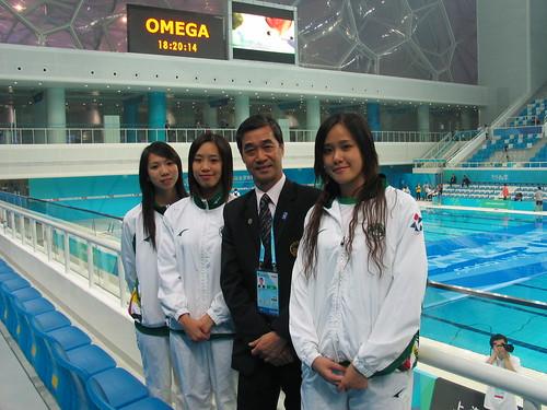 麥主席為三名參賽花泳運動員打氣