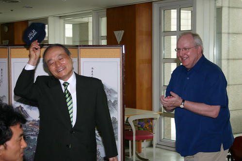 Along with a plaque of appreciation for his contributions to the Philharmonia tour, President Oh recived a Yale School of Music baseball cap from Dean Blocker.