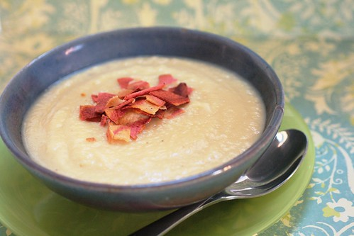 Creamy Cauliflower Garlic Soup