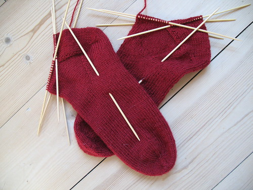 Knitting socks two at a time - the low tech method