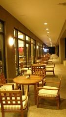 25.餐廳外面的座位