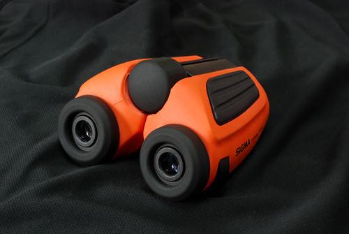 新玩具 -- Sigma 8x23 防水望遠鏡,稍微有點顯眼啦∼