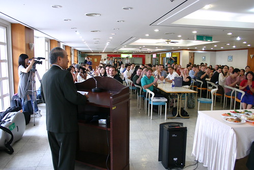 President Myung Oh, Ph.D., welcomes the Philharmonia to his Konkuk University at a special luncheon