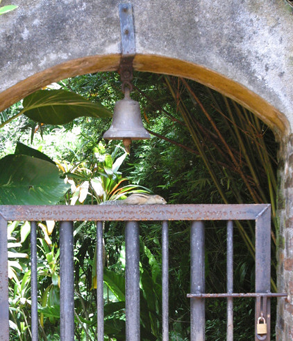 Bell at entrance to Bevis Bawa's Brief garden