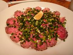 牛肉のタタキ、モッツァレラ風