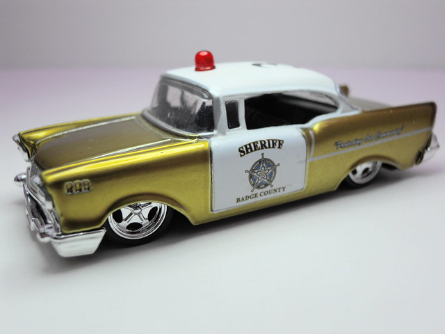 jada toys badge city heat wave 2 1957 chevy bel air (4)