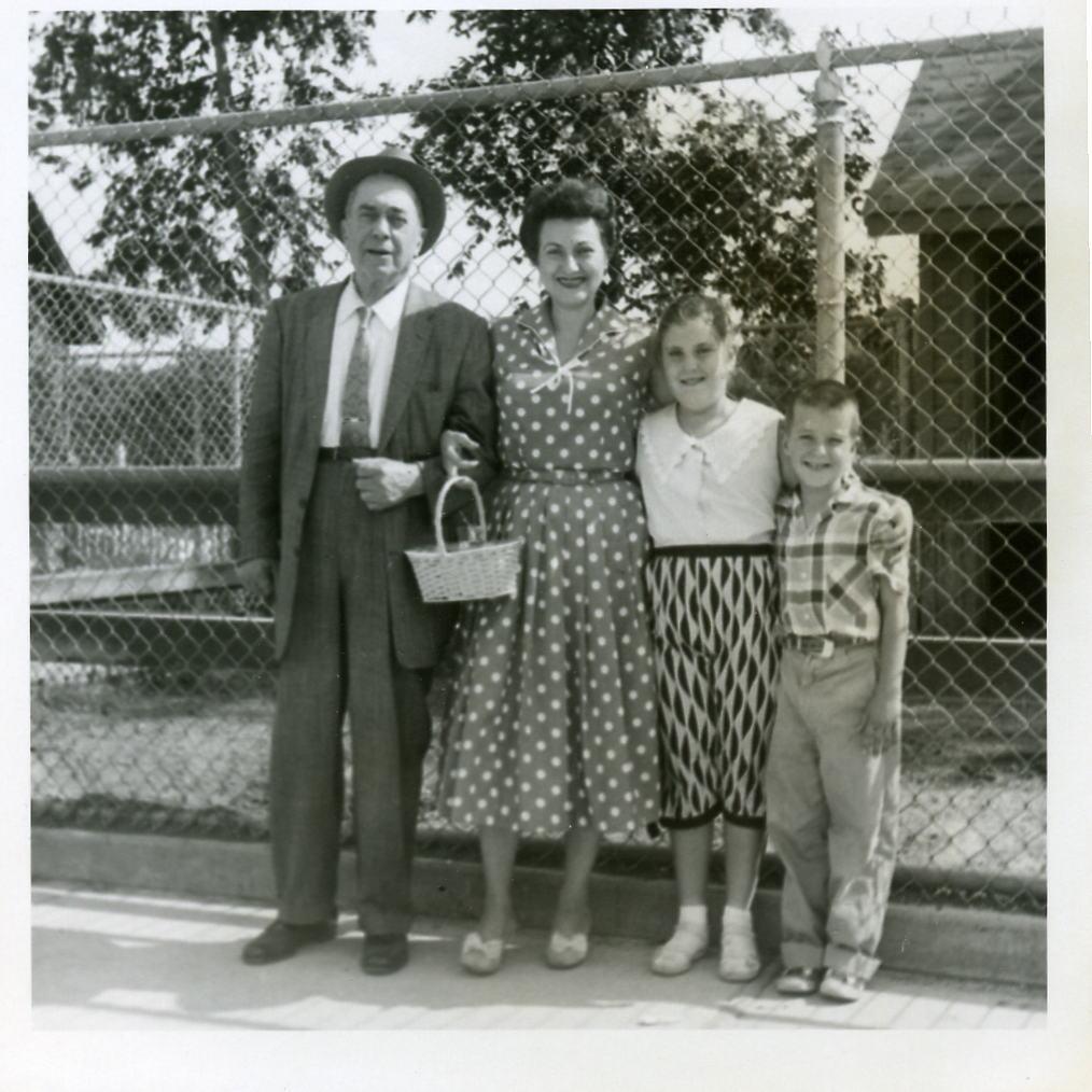 Zelig, mother Leona, sister Judy, Wayne Shapiro