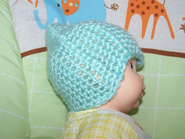 Free Preemie Hat Crochet Patterns: Round up post containing a list of various Free Preemie Hat Crochet Patterns. Some with video tutorials.