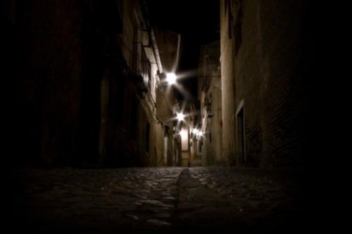 Calle oscura de Toledo