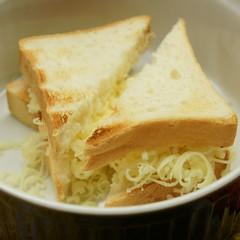 Brot und Käse eingeschichtet