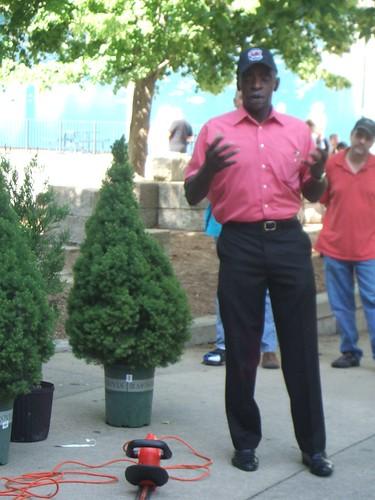 Pearl Fryar Topiary Demonstration 26