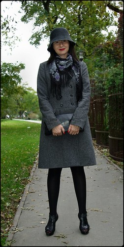7d18babde7 Ten szary ze zdjęcia poniżej pochodzi z zeszłorocznej kolekcji Reserved.  Dwurzędowy płaszcz firmy Impuls znalazłam na allegro. Ma już chyba z 3 lata  i nadal ...
