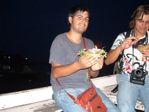 Ofrenda en el Ganges