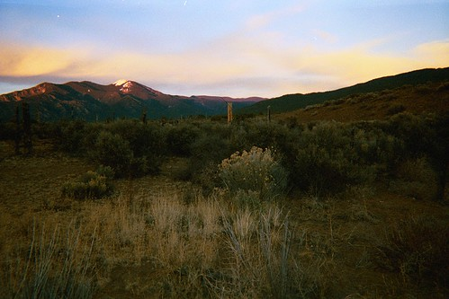 descending, Taos Mountain at sunset, Taos, New Mexico, January 2003, photo © 2003-2008 by QuoinMonkey. All rights reserved.