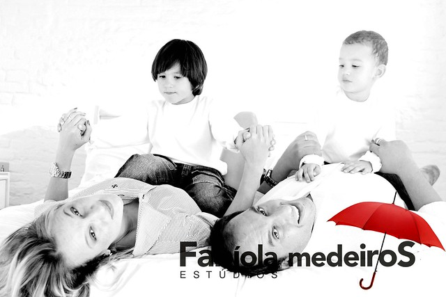 Karla, Fábio e os pequenos Danilo e Miguel