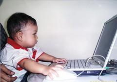 Hey anak muda, serius amat ngeblognya..
