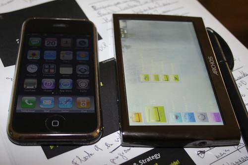 ARCHOS 5 y el iPhone (para más datos, clic en la imagen)