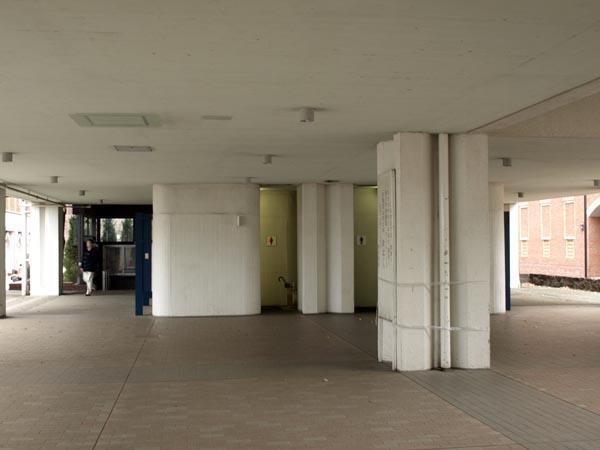 ピラミッド校舎 8
