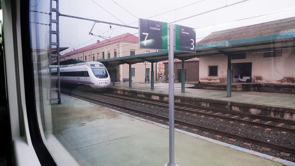 Cruce de trenes en Pamplona