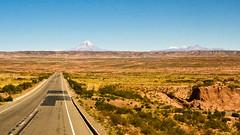 Per Lastwagen zum Sajama Nationalpark: am Horizont der Sajama selber