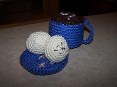 amigurumi mug of cocoa and beignets