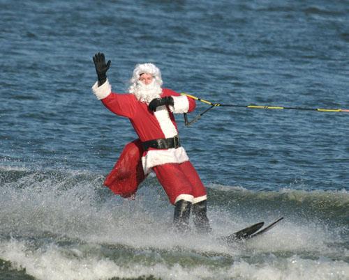santa_skiing