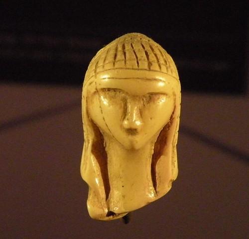 Dame de Brassempouy: le visage haut de 3,6 centimètres (reproduction)  by fredpanassac.