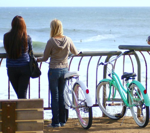 Steamer Lane surf watchers