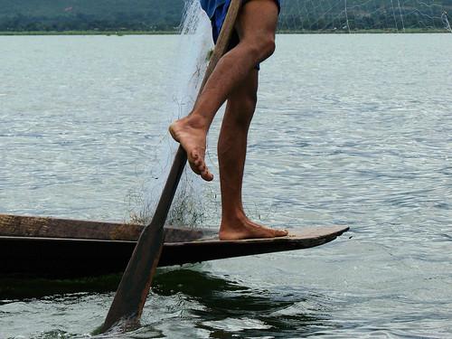 Remando con la pierna