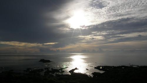 74.太陽露面將陽光灑上海面 (9)
