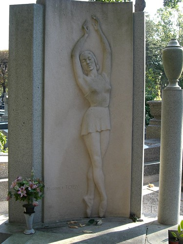 A very pretty looking Ballerinas grave though Ive no idea whose.
