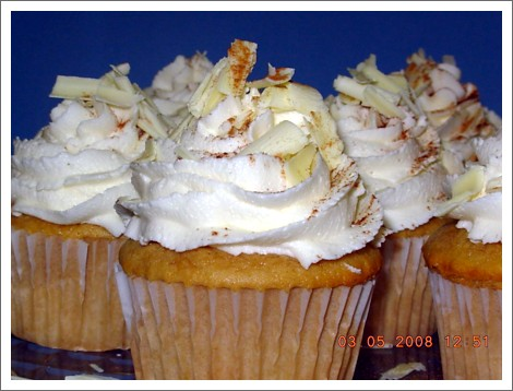 chai latte cupcakes frosted