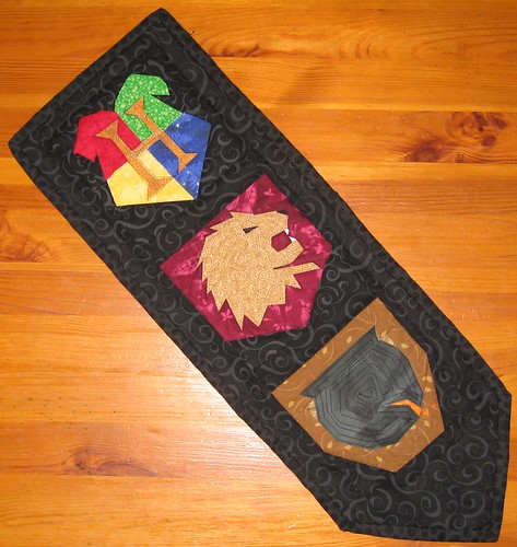 Quilted Wallhanging for Doris - Hogwarts, Gryffindor & The Leaky Cauldron