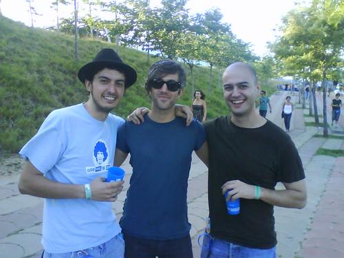 Pedrito y yo con el cantante de We Are Scientists