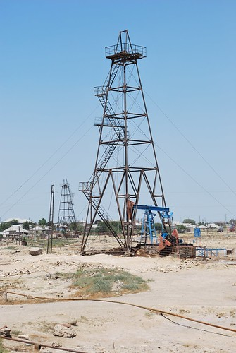 Oil Well in Suraxanı (by L Gnome)