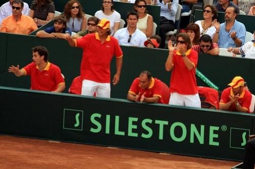 Nadal y Ferrer animan a la pareja del dobles 02